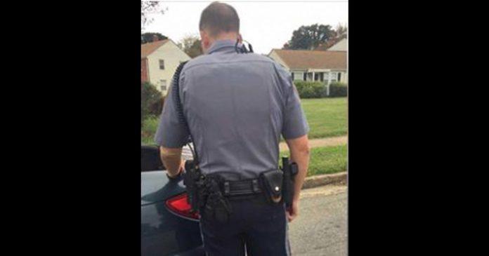 Policajac je naredio ženi da otvori prtljažnik