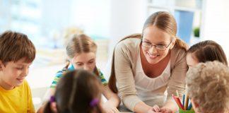 Učiteljici prvog razreda zabranili da se moli s učenicima prije jela