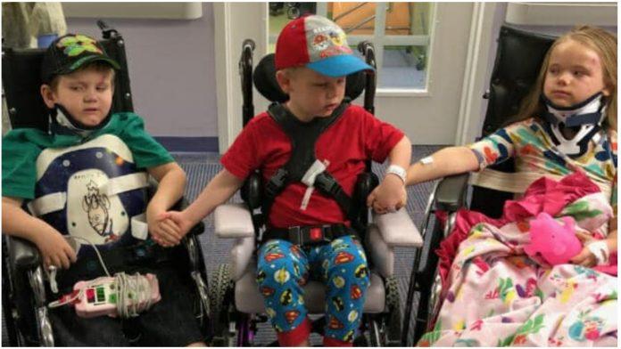 Braća i sestra prvi put ujedinjeni nakon što su im roditelji i sestra poginuli u automobilskoj nesreći