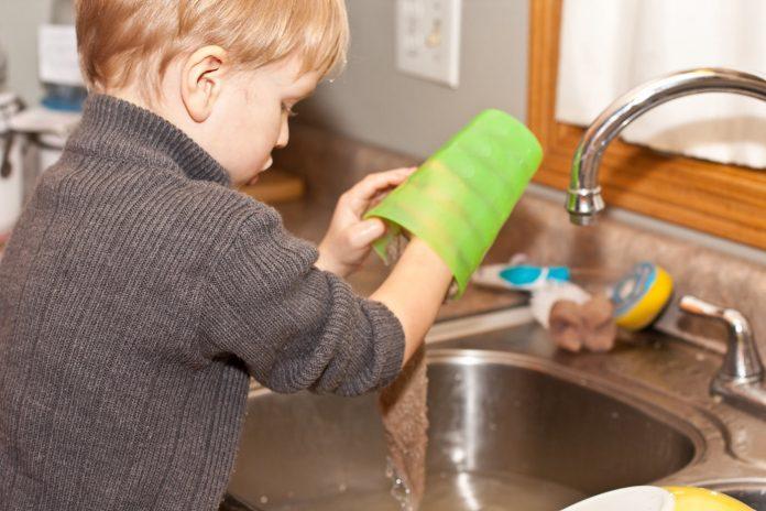Djeca koja obavljaju kućanske poslove postaju uspješniji odrasli ljudi