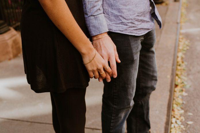8 znakova da je vaš supružnik počinio emocionalni preljub
