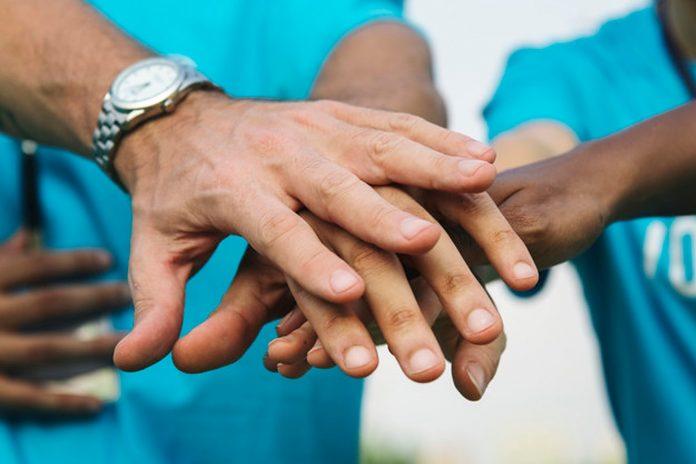 Ljudi koji čine dobra djela su zdraviji, sretniji i duže žive