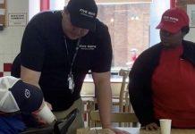 Zaposlenici restorana nahranili nemoćnog kupca besplatnim obrokom