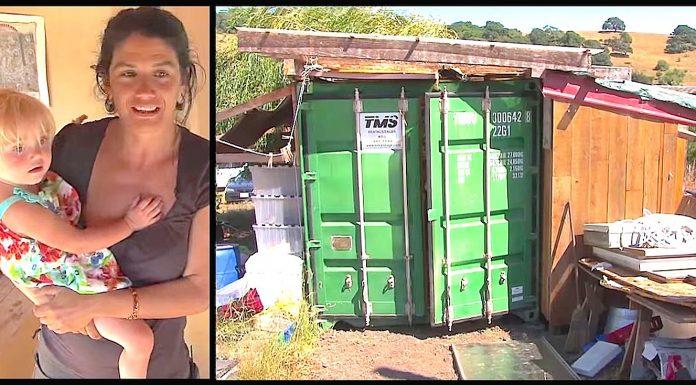Samohrana majka živi u kontejneru