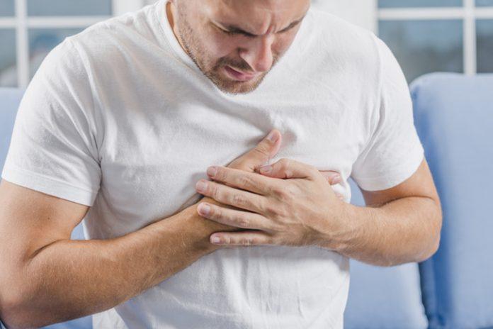 Srčani udar ili gušenje: Evo kako si možete spasiti život ako ste sami