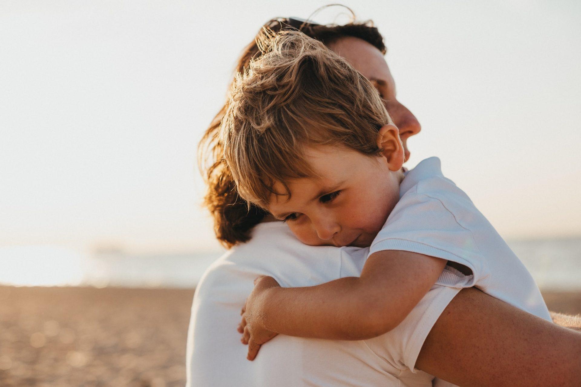 Što više grlite svoju djecu, to se više njihov mozak razvija