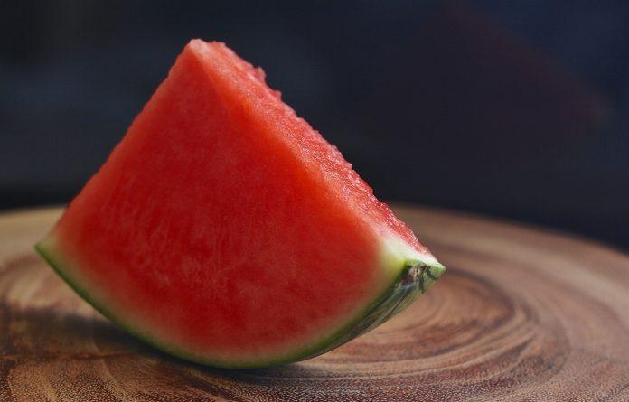 Jedna kriška lubenice spušta krvni tlak, topi naslage, čuva zdravjle srca