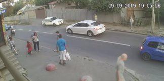 Automobil udario dječaka na cesti