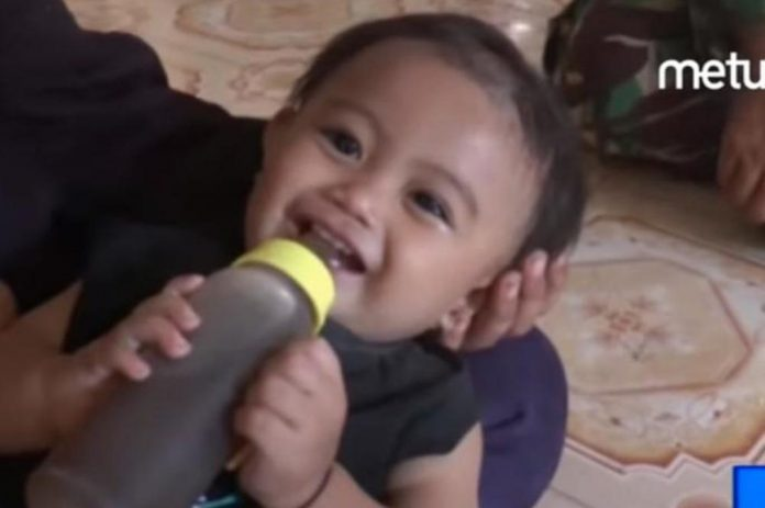 Roditelji već osam mjeseci ''doje'' bebu kavom