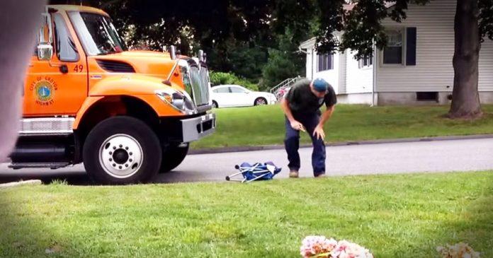 Smetlar se često zaustavljao pored njegove kuće, a onda je snimio što radi