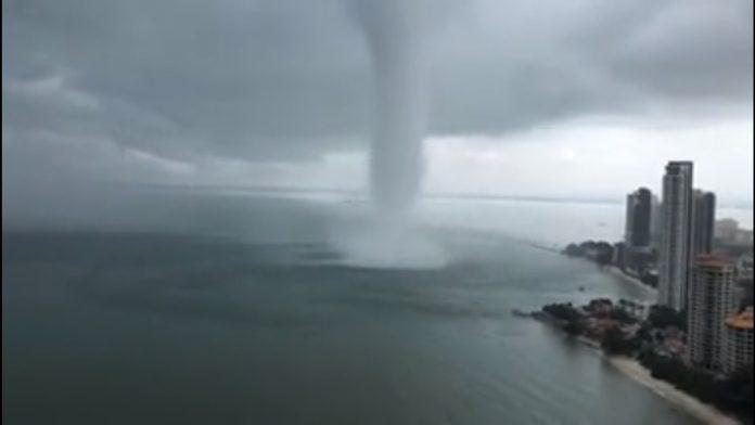 ČUDO! Tornado se približavao gradu, a onda se dogodio neviđeni obrat
