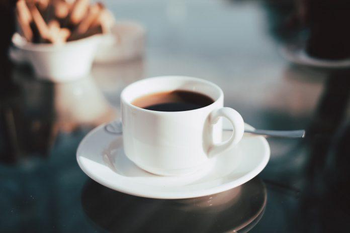 Ako pijete kavu čim ustanete iz kreveta, ovo trebate znati