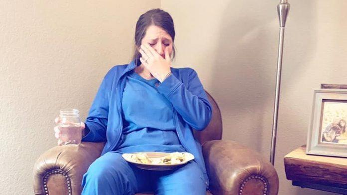 Fotka medicinske sestre nakon četvrte smjene zaredom je rasplakala svijet
