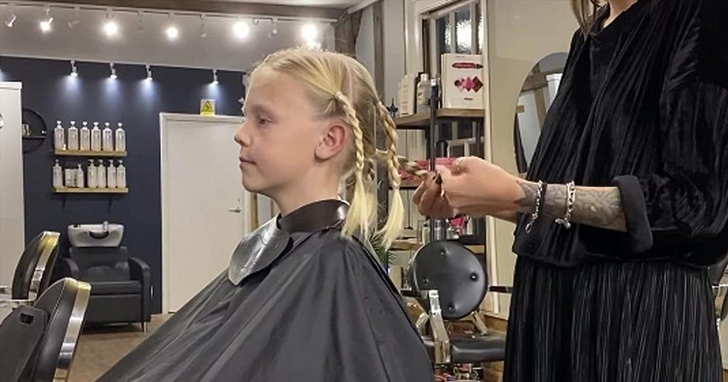 Dječak duga plava kosa