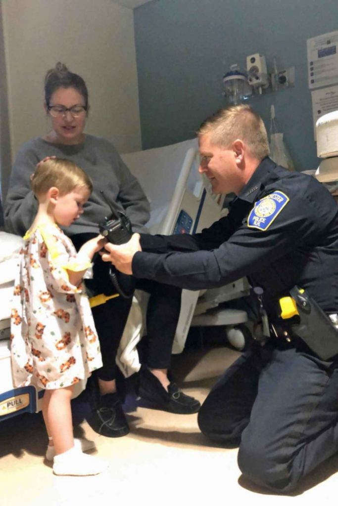 Policajac ispunio želju malenog pacijenta 2