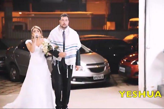 Mlada je s mikrofonom došla na vjenčanje, uslijedilo je nešto predivno