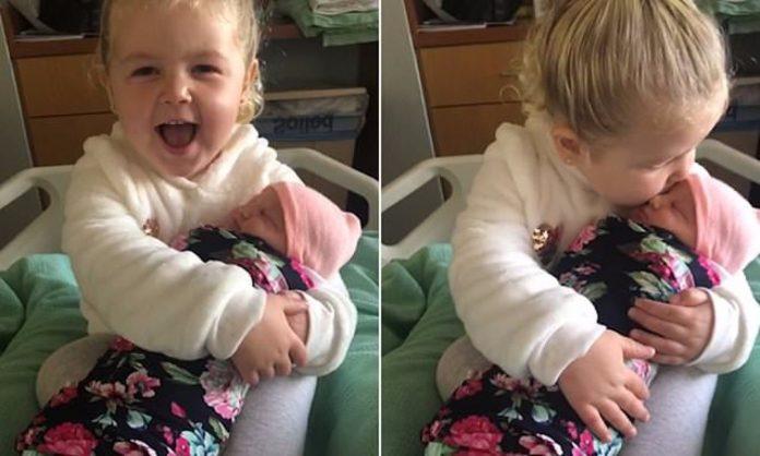 Mama objavila snimku upoznavanja dviju sestara