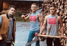 Otac i sinovi iscjepali drva kako bi ih darovali ljudima u potrebi