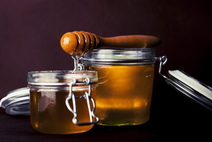 Voda s medom na prazan želudac štiti tijelo od raznih bolesti