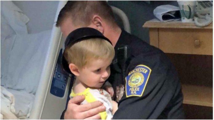 Policajac ispunio želju malenog pacijenta prije odlaska iz bolnice