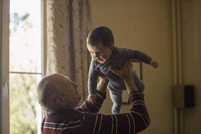 Bake i djedovi koji čuvaju unuke dokazano žive duže
