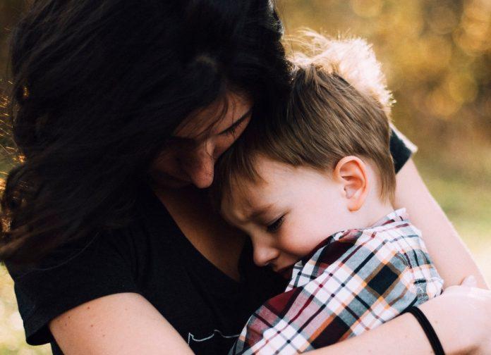 Što zagrljaj čini djetetovom mozgu?