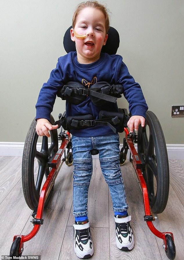 Dječak s cerebralnom paralizom prohodao 2