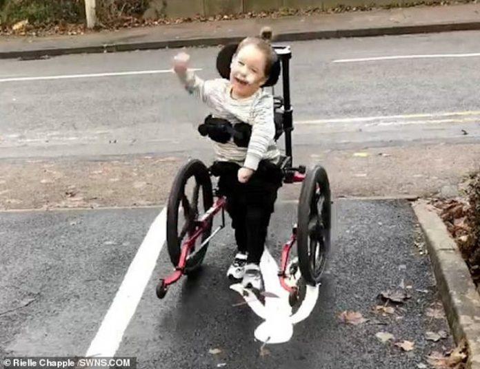 Dječak s cerebralnom paralizom prohodao