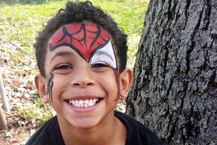Dječak je bez svijesti ležao na podu u školi nakon što su ga vršnjaci udarili