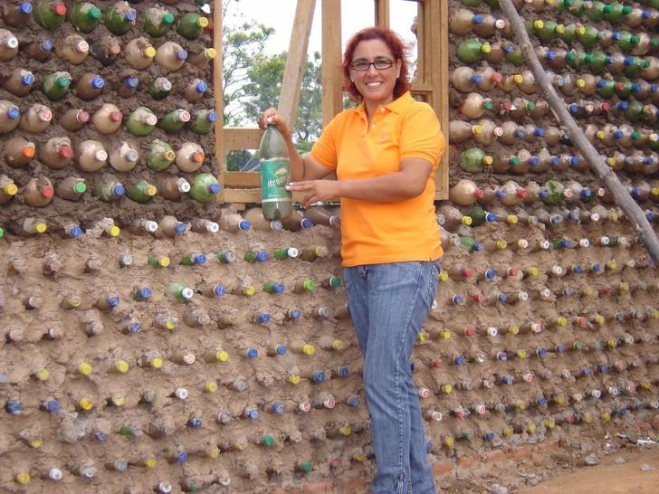 Odvjetnica 12 godina skuplja plastične boce i od njih gradi kuće za siromašne 1
