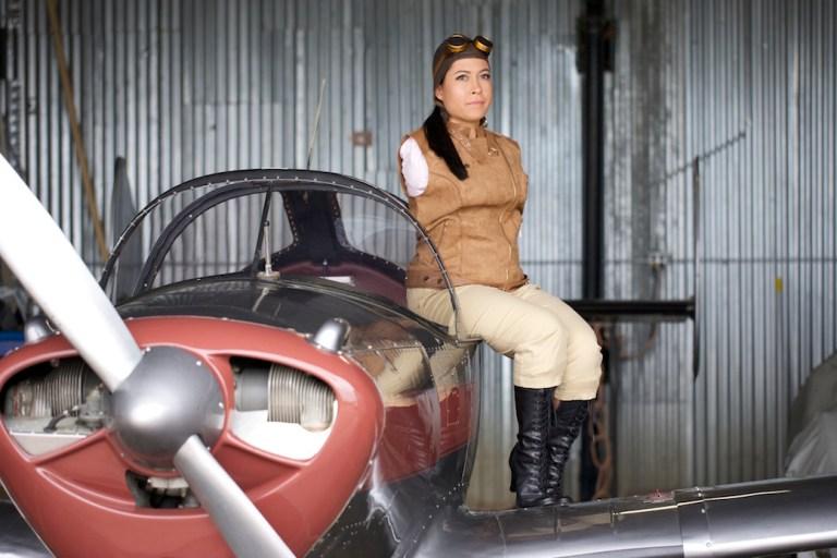 Žena rođena bez ruku postala je prva pilotkinja koja vozi avion nogama 2