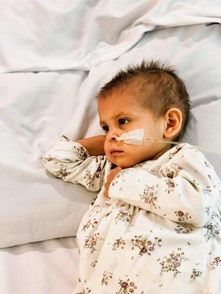 Brat (5) je nosio maleni lijes svoje sestre koja je umrla od neuroblastoma 4
