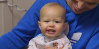 Beba koja nije mogla pričati izgovorila je svoje prve riječi nakon operacije