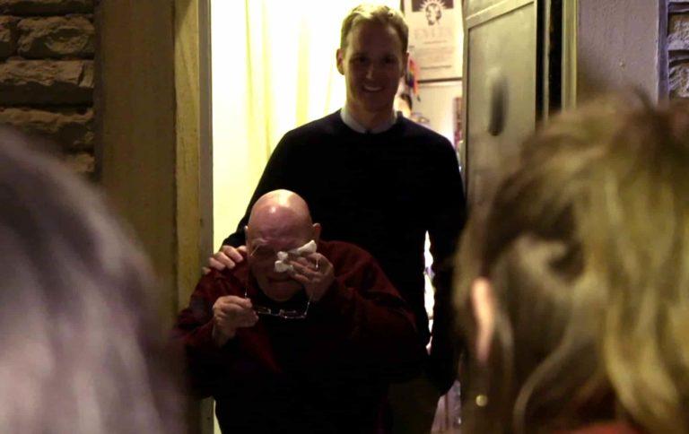Djed koji je 20 Božića proveo sam se rasplakao kada je vidio iznenađenje studenata 1