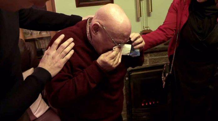 Djed koji je 20 Božića proveo sam se rasplakao kada je vidio iznenađenje studenata