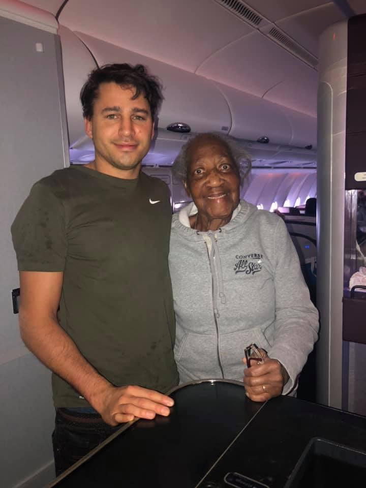 Stjuardesa prizor u avionu