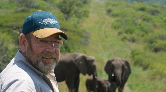 Nedugo nakon što je umro, na imanju su mu se počeli okupljati slonovi