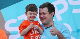 Dječak (4) s leukemijom upoznao čovjeka koji mu je spasio život