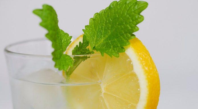 Voda s limunom rješava 12 zdravstvenih problema
