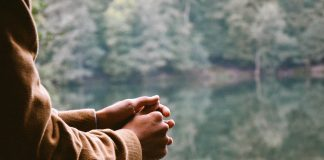 Čuje li Bog naše tihe molitve ili se moramo moliti na glas?