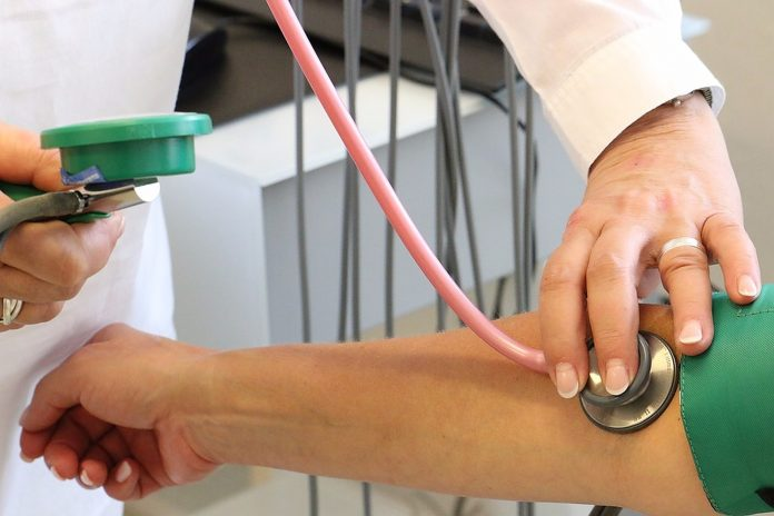 Od povišenog krvnog tlaka ne boluju samo starije osobe.