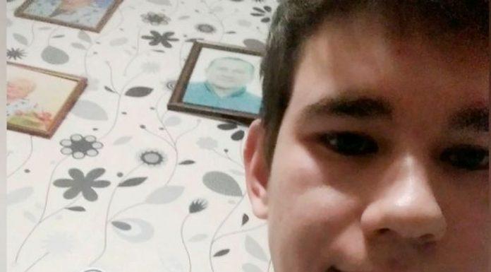 Mladića (20) ubila struja nakon što je uključio punjač u mobitel