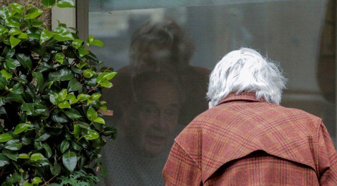 Dirljive fotke bračnog para koji je nakon 60 godina razdvojio koronavirus