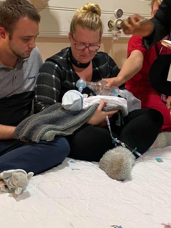 Novorođenče preminulo u očevim rukama nakon krštenja 2