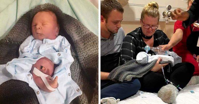 Novorođenče preminulo u očevim rukama nakon krštenja