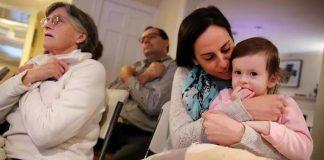 20 susjeda naučilo znakovni jezik kako bi mogli pričati s gluhonijemom djevojčicom