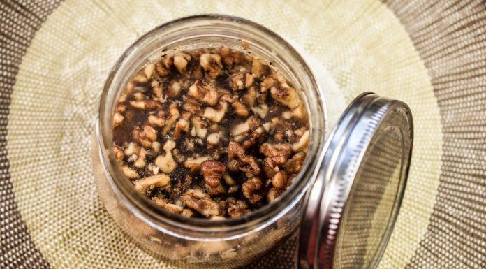 Med s orasima koja pomaže u zaštiti od brojnih bolesti