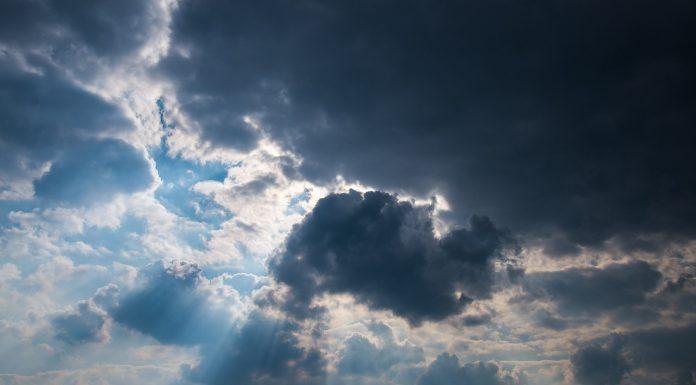 Na nebu im se pojavila poruka upozorenja zbog koronavirusa