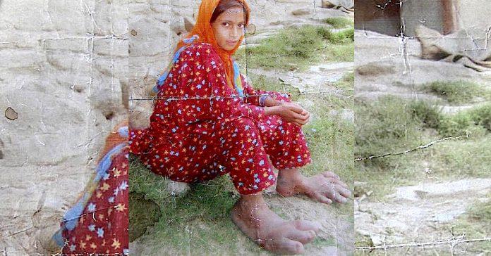 Djevojka s ogromnim stopalima