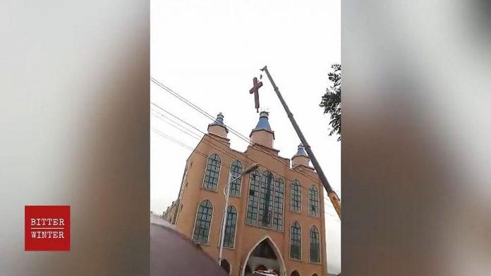 Kineske vlasti tijekom pandemije uklanjaju križeve s kršćanskih crkava